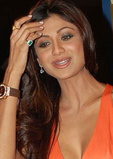 Shilpa Shetty wearing Yellow Sapphire & Emerald Gemstone
